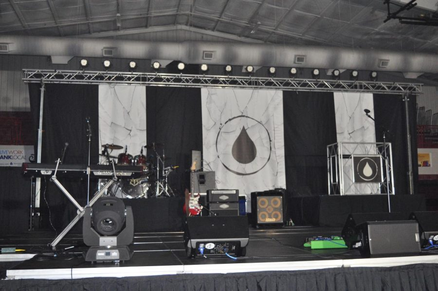 The+stage+for+the+Hydrate+assembly+waits+for+the+performers.+The+assembly+was+held+Oct.+22+during+the+school+day+for+SHS+and+at+night+for+the+community.+