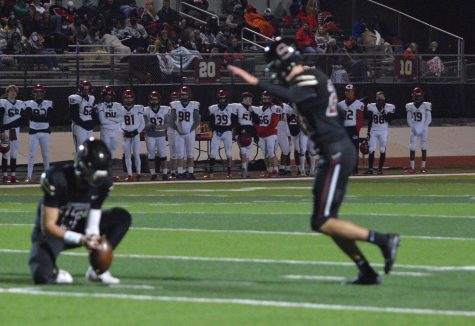 Football Team Faces Hoover Tonight in First Round of Playoffs